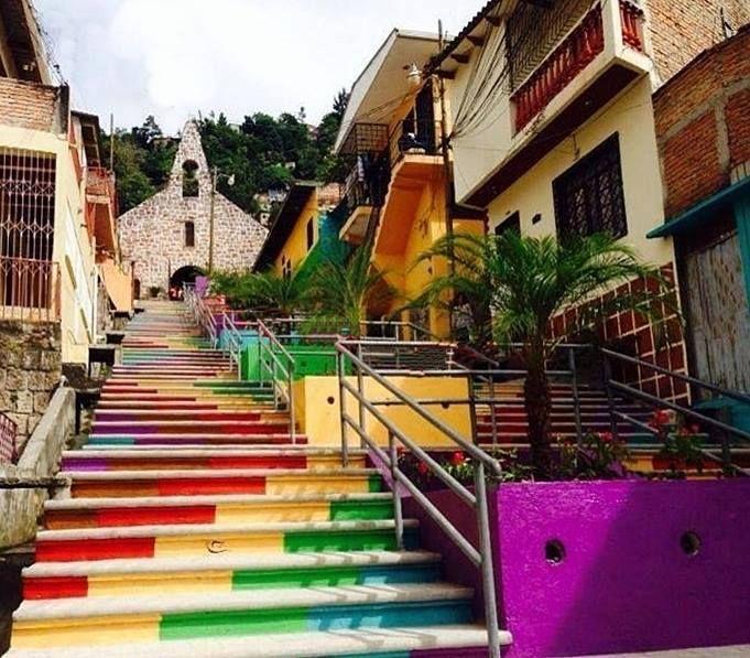 El barrio Buenos Aires de Tegucigalpa es uno de los más antiguos de la capital y su iglesia San José de la Montaña se encuentra en lo más elevado del barrio, Tegucigalpa, Honduras
