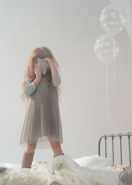 Use similar tones, like Paul+Paula does, with the adorable girl's clothes and match backdrop and props for a beautiful result in this #photobook #memory.