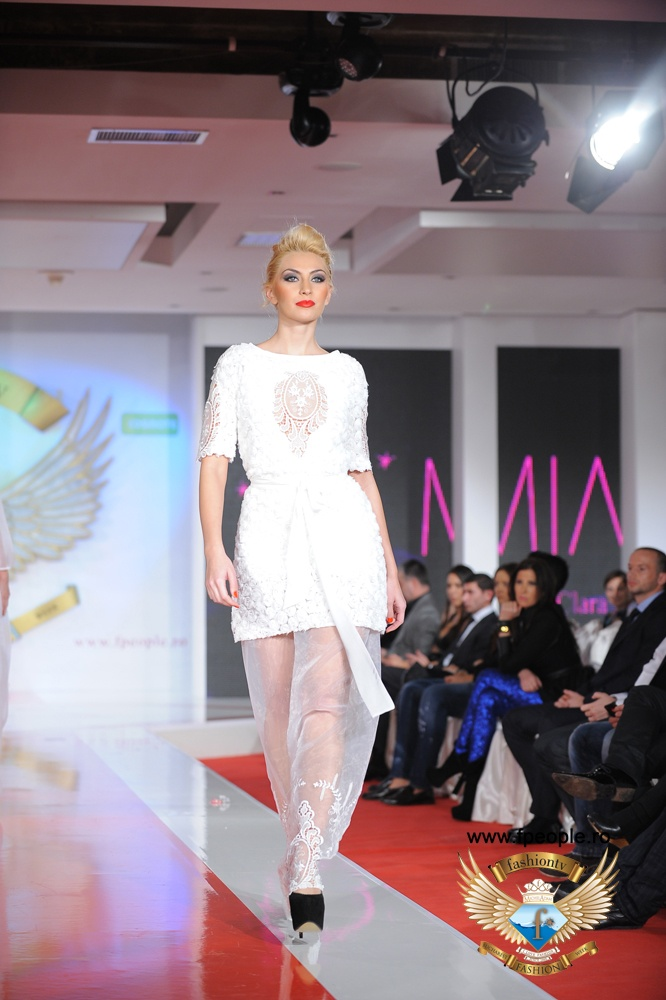 Clara Rotescu - Bucharest Fashion Week 2012