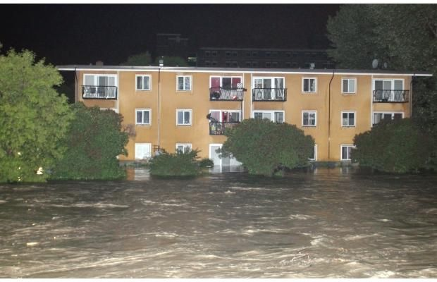 The Elbow River floods an apartment building along it's shore in Mission shortly after midnight early Friday morning June 21, 2013. Photograph by: Ted Rhodes, Calgary Herald