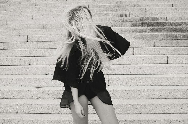 Kimono jacket in cotton gabardine and silk organza with warmers. Photo: @sehweisen Model: @aleksandravss Design and manufacture: @ nana.vera.couture - Chaqueta estilo kimono de gabardina de algodón y organza de seda con calentadores plisados a mano. Fotografía: @sehweisen Modelo: @aleksandravss Diseño y confección: @nana.vera.couture facebook.com/Nanaveracouture/ facebook.com/luciagomezfotografia/ #wethair #nanavera #lucíagómezfotografía #nanaveracouture #kimono #calentadores #fashion