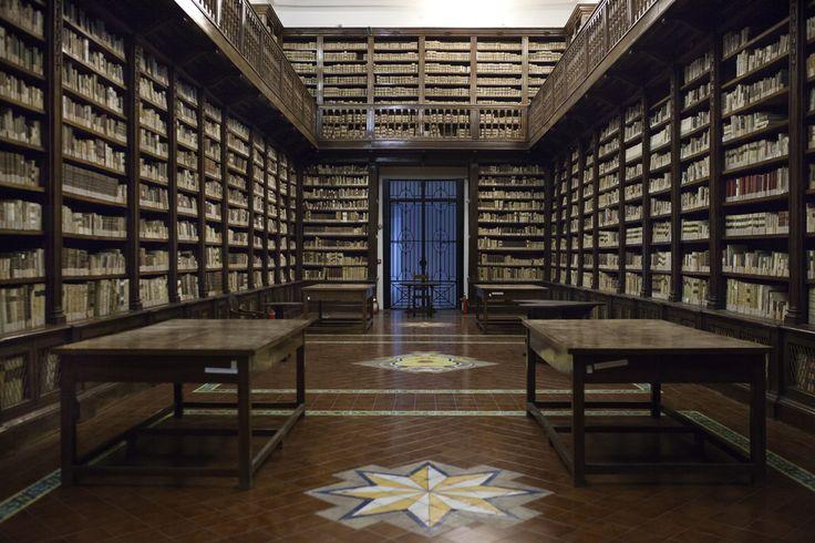 Una delle sale della Biblioteca dei Girolamini | © Machi di Pace (machijones) - Campaniasuweb