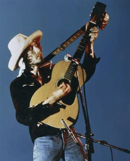Bob Dylan performing in 1976