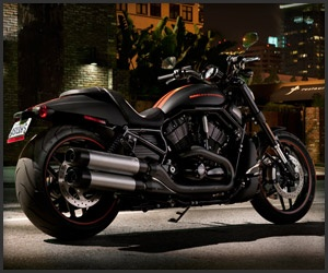 The pitch-black Night Rod has a distinct metal exoskeleton, created through hydroforming to minimize welds. It's powered by a liquid-cooled 60° V-Twin with 112hp and 85 ft-lb of torque.