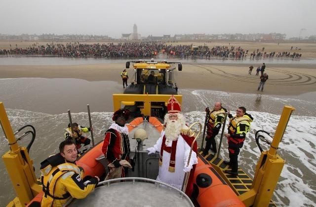 Michelle van de Ruit @Ruitje95  Mooie foto vanaf #KNRM reddingboot De Redder RT @PRKNRMKatwijk: @Ruitje95 En het was heeeeeeeeeeeeeeeeel erg druk!