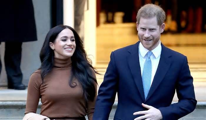 Prince Harry Meghan Markle Are Only Following This One Instagram Account Instagramnews Instagtamnews Prince Harry And Meghan Prince Harry Harry And Meghan