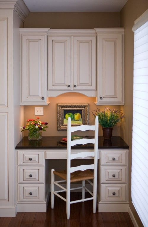 desk idea ? Cupboards to match kitchen.Office Spaces, Ideas, Kitchens Desks, Small Offices Spaces, Kitchens Offices, Traditional Home, Cherries Creek, Offices Nooks, Home Offices