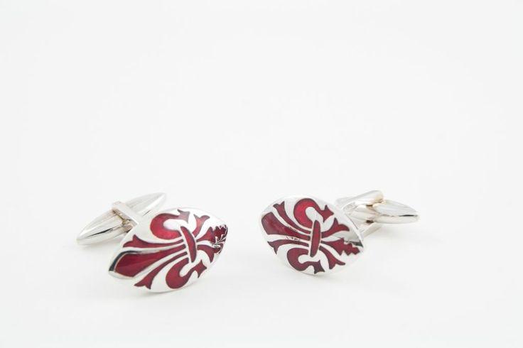 Gemelli in argento con giglio di Firenze smaltato.  Possibilità di realizzazione in oro giallo, bianco e rosa.
