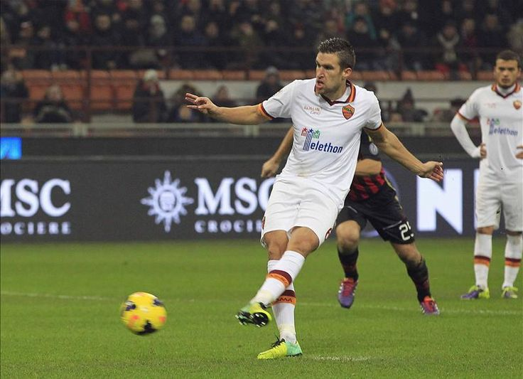 Roma slap £60m price tag on Man United target Kevin Strootman. Details here - http://www.squawka.com/news/reports-roma-put-60m-price-tag-on-man-utd-target-kevin-strootman/182392