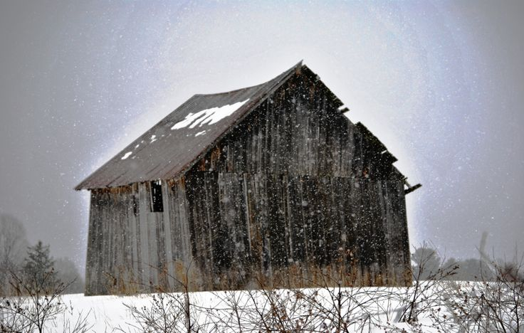 This old barn is located in Bristol, Quebec.