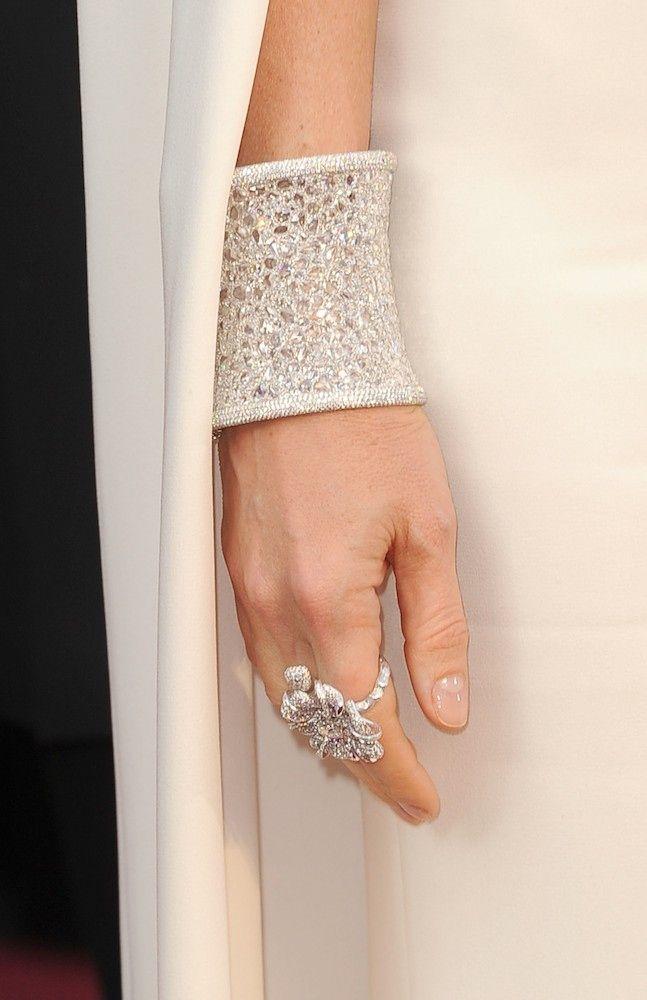 OscarsTrends: Statement Bracelet - Gwyneth Paltrow in Anna Hu Haute Joaillerie