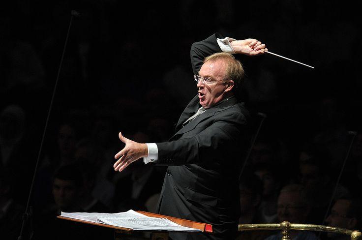 deFilharmonie & Brussels Jazz Orchestra - Dansmuziek tussen klassiek en jazz - © Chris Christodoulou - Nobel, sentimenteel, meeslepend, maar ook onontkoombaar en noodlottig: de wals als allegorie voor het moderne tijdperk.