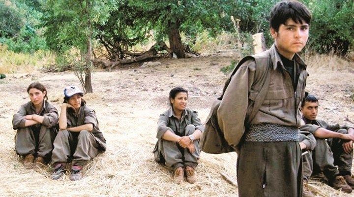 PKK Son 2 Yılda 300 Çocuğu Daha Dağa Kaçırmış  Çözüm sürecini bir fırsat olarak değerlendiren PKK son iki yılda 300 civarı çocuğu dağa kaçırdı.  Türkiye Çözüm sürecinin rahatlığını ve huzurunu yaşamaya çalışırken şimdi ortaya çıkan tablo hain PKKnın aslında bu süreçte de durmadığını ortaya çıkardı.    Emniyet birimlerine son iki yılda 18 yaşından küçük 88i kız 316 çocuk için ebeveynleri tarafından Çocuğum PKKlılar tarafından dağa kaçırıldı diye başvuruda bulunuldu.  22 Ağustos 2013-31 Aralık…