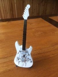 G2016023 Metallica decoratie gitaar  Wit met gezicht
