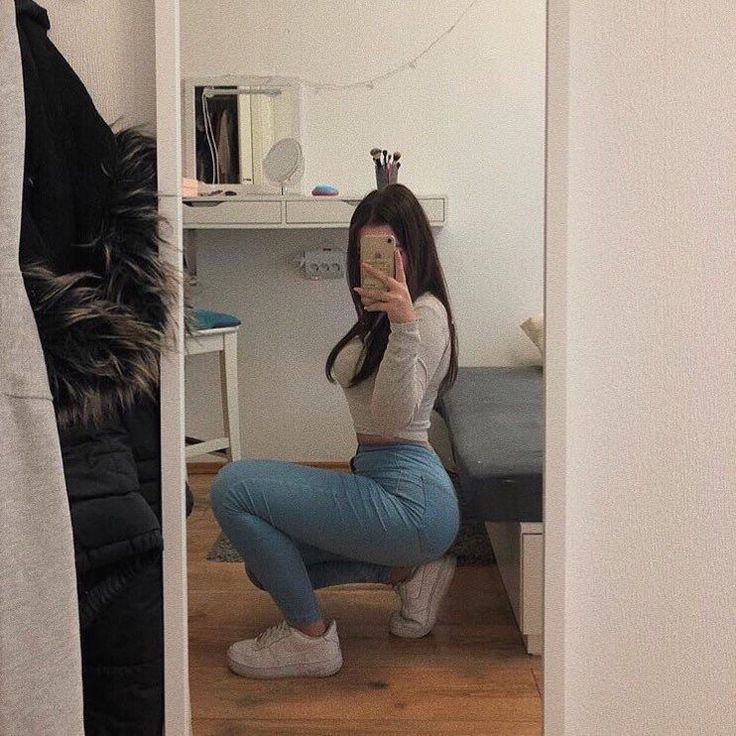 Selfie Tips, Selfie Poses, Tumbrl Girls, Girls Mirror, Sexy Poses, Girl Poses, Aesthetic Girl, Cute Outfits, Photoshoot