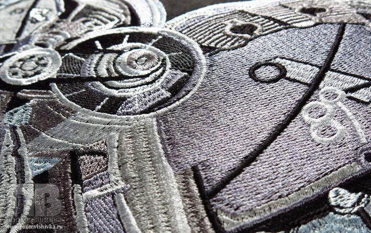 Вышивка в стиле стимпанк на подушке