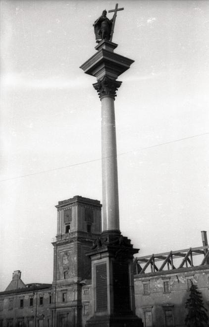 Plac Zamkowy, Zsigmond-oszlop, háttérben a romos Királyi Palota.
