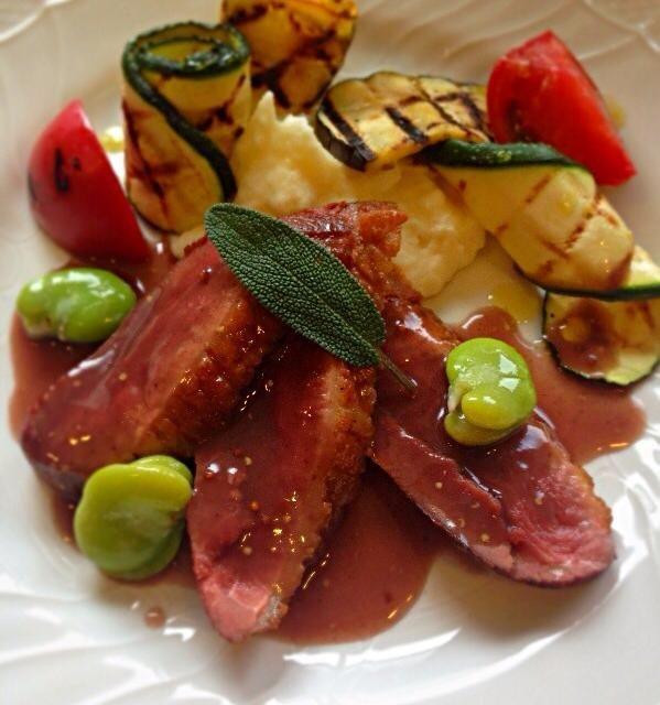 鴨胸肉のロティ 赤ワインとマスタードのソース グリル野菜添え