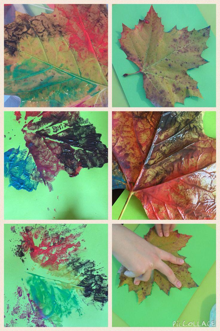 Bladeren verven en 'afdrukken' op papier.