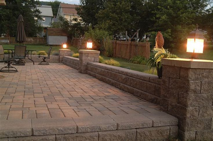retaining wall with slightly raised columns with lighting