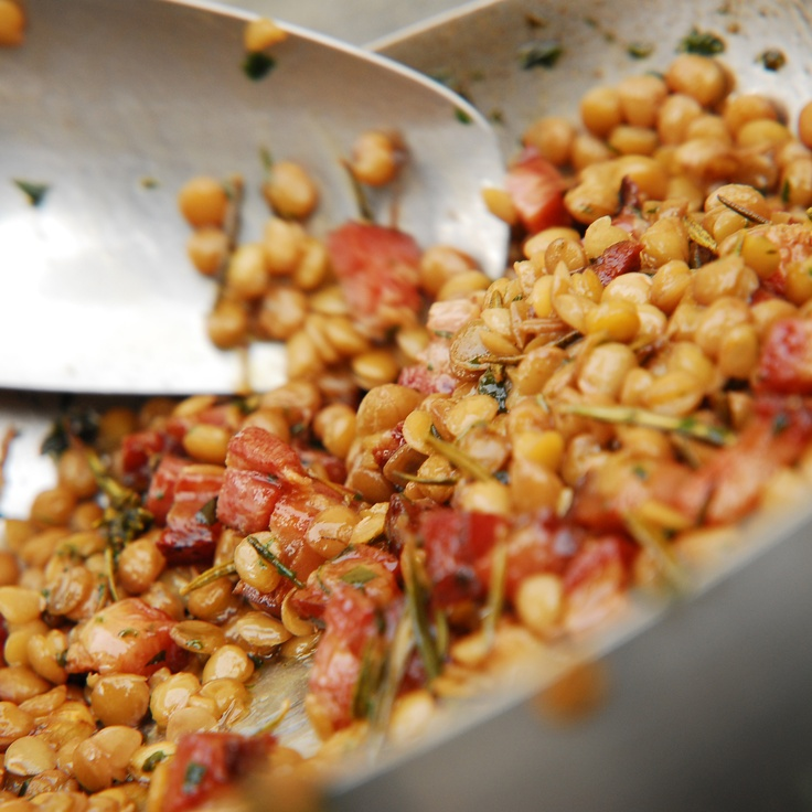 Here's a quick and easy dinner recipe that is oh-soooo good! Lentils & Pancetta:Fry diced pancetta, garlic, onion, rosemary, and chili flakes in extra virgin olive oil until golden. Add lentils and cook for a few minutes to flavor. Add salt to taste and serve – all ingredients QB!