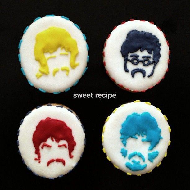 the beatles cookies vanilla: Rp.110000 coklat: Rp 115000 isi 12. 4 jenis gambar dalam satu tema.