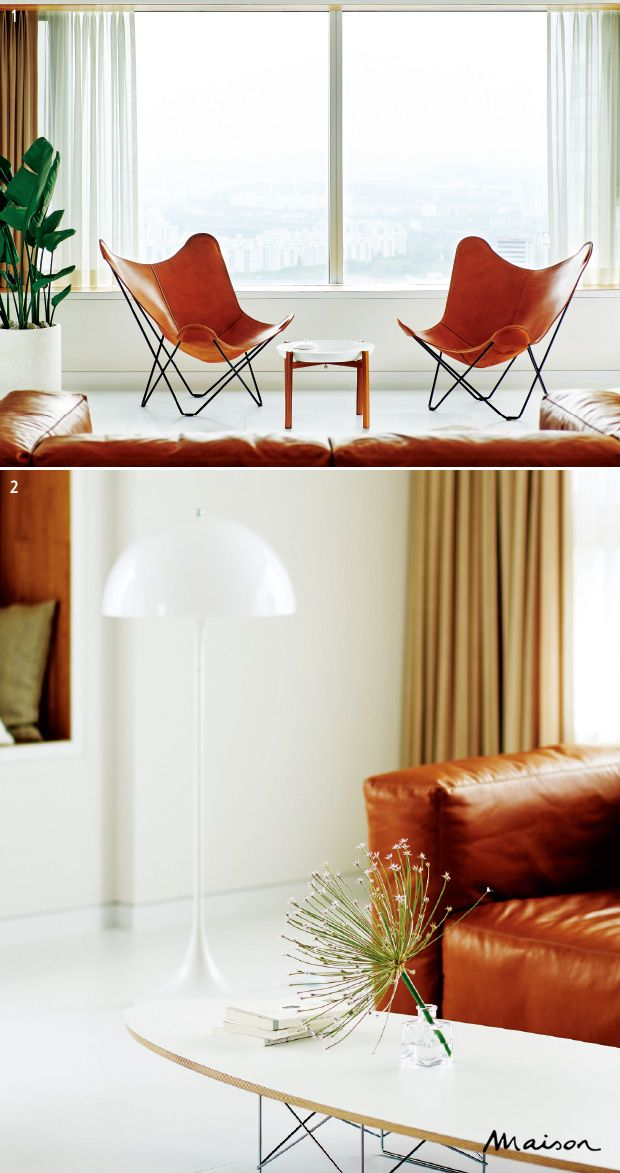 담담한 분위기로 개조한 삼성동 아파트. 1버터플라이 체어 두 개를 나란히 놓은 거실. 튼튼한 가죽 시트는 쓰면 쓸수록 멋스럽다.2허먼 밀러의 임스 일립티컬 사이드 테이블과 루이스 폴센의 플로어 조명 판테라