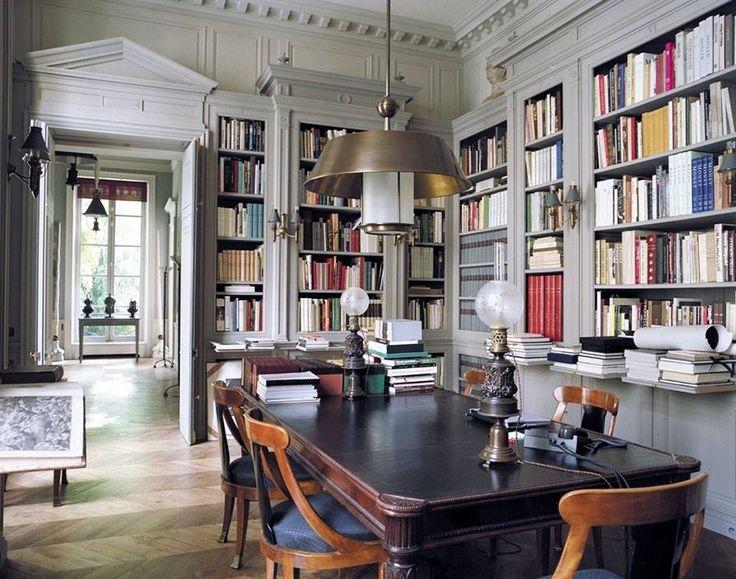 Un angolo della biblioteca di Pierre Bergé ompagno e socio di Yves Saint Laurent, nella sua casa di Parigi ristrutturata dagli architetti Roberto Peregalli e Laura Sartori Rimini di Milano.
