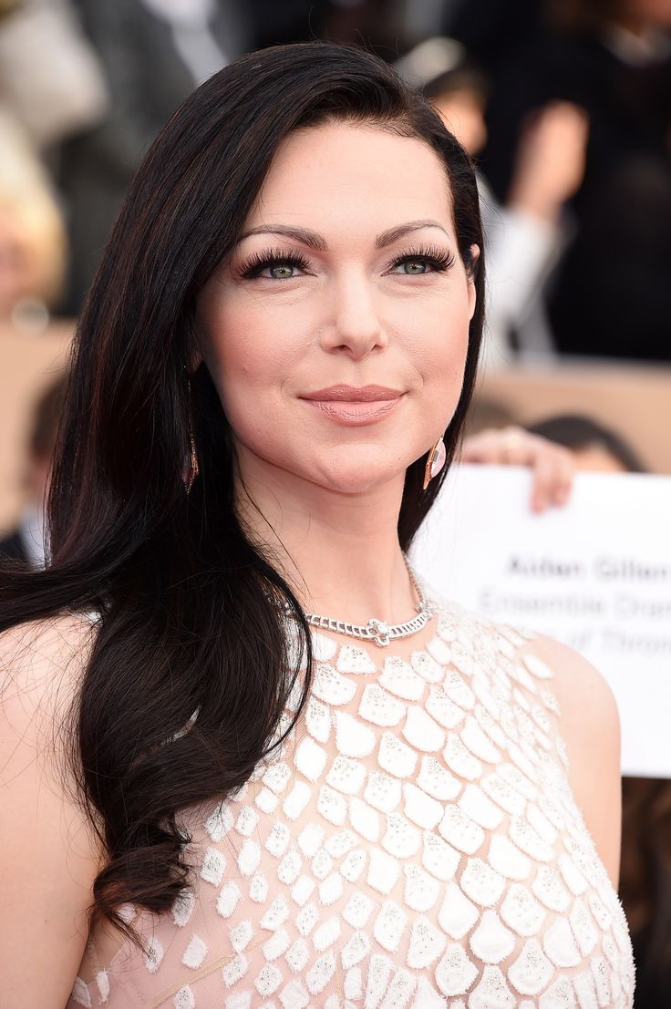 Laura Prepon from Orange Is The New Black went for a classic look, and came with curled locks, lots of lashes and nude lipstick. #RedCarpetInspiration #Beauty #BeautyCrew