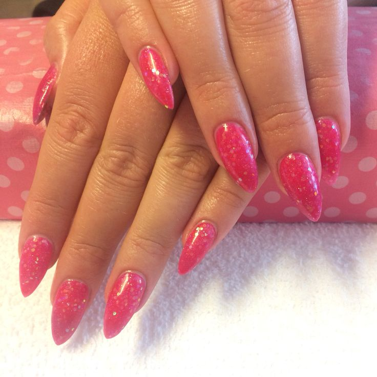 Hot pink stiletto acrylic nails done at California Nails & Beauty Lounge #shellac #acrylicnails #akrylnegler #cnd #californianails #nailart #acrylic #akryl #negler #nails #stiletto #stilettonails