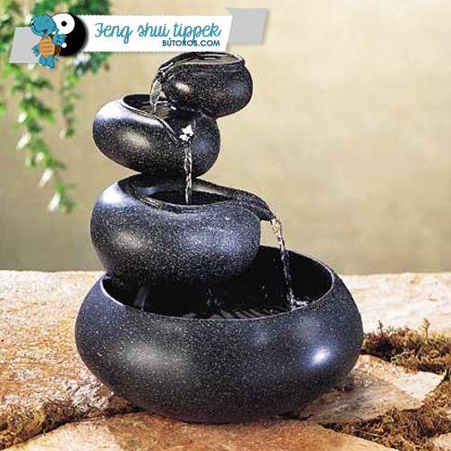 A BŐSÉG ÁRADÁSA | A feng shui szerint a víz a jólét áramlásának a szinonimája. Ezért gyakori kiegészítő a feng shui elveinek megfelelően berendezett házakban a szökőkút vagy csobogó. Arra ügyelj, hogy ha ilyesmit helyezel el az otthonodban, mindig gondoskodj a tisztaságáról! #fengshuitippek #szökőkút