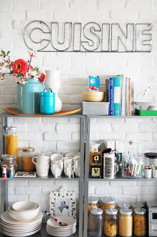 love the open shelving and the wire sign for the kitchen -great concept for other parts of the home with different words or phrases.