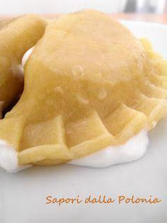 Sul mio blog non poteva mancare la ricetta dei famosissimi pierogi! Ipierogi sono caratterizzati dalla loro forma asemicerchio (mezzaluna...