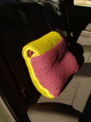 Car Blanket/pillow - free knitting pattern! This is so clever and useful!