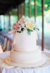A romantic cake for the bridal couple. Photo: John Mitchell