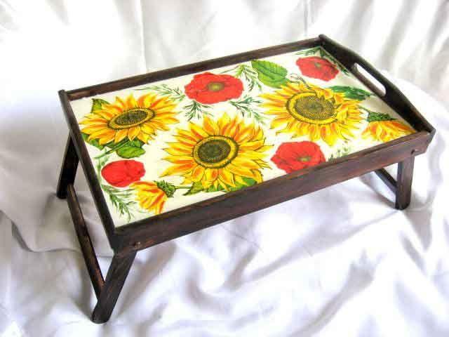 #Maci #roşii si #floarea #soarelui, #măsuţă #tavă #servire #masă, #tavă #lemn #model #floral / #Poppies #red and #sunflower, #table #tray #serving table, #wood floral #pattern tray / #양귀비 #빨강과 #해바라기, #테이블 #트레이 #서빙 #테이블, #나무 #플로랄 #패턴 #트레이 http://handmade.luxdesign28.ro/produs/maci-si-floarea-soarelui-masuta-tava-servire-masa-tava-lemn-model-floral-21627/