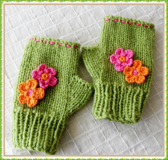 Children flowered green mittens; They are very soft, warm and decorated with flowers for a pair of little hands. I used high quality acrylic and wool blended yarn when knitting them. There will be no discoloring problem while washing them,you can use a washing machine or wash by hand