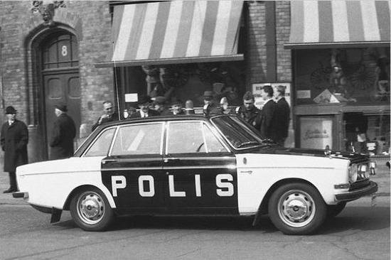 """Volvo 144 - Klare Kante: In Schweden schreibt sich die Polizei """"Polis"""" und fährt seit Jahrzehnten Volvo"""