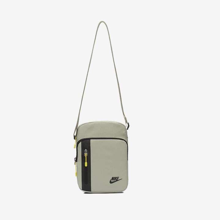 Fatal lantano Estrecho  Nike Tech Cross-Body Bag. Nike.com   Nike purses, Cute crossbody bags, Bags