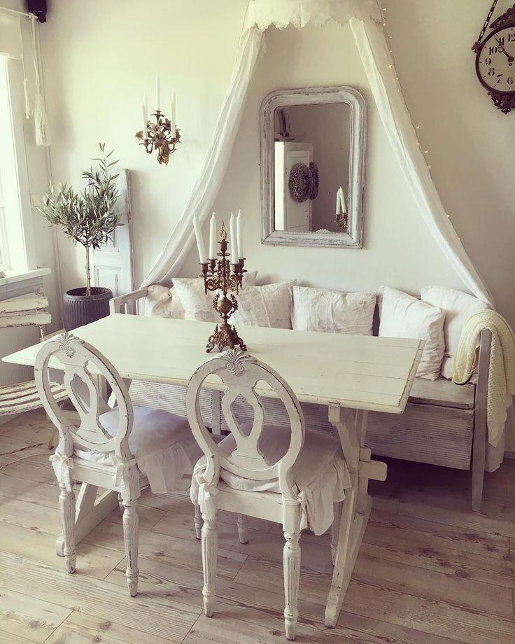 """33 aprecieri, 2 comentarii - Kaja Kristiansen (@dethviteliv) pe Instagram: """"Så fornøyd med stemningen i spisestua! #dethviteliv #spisestue #diningroom #antikk #antique…"""""""