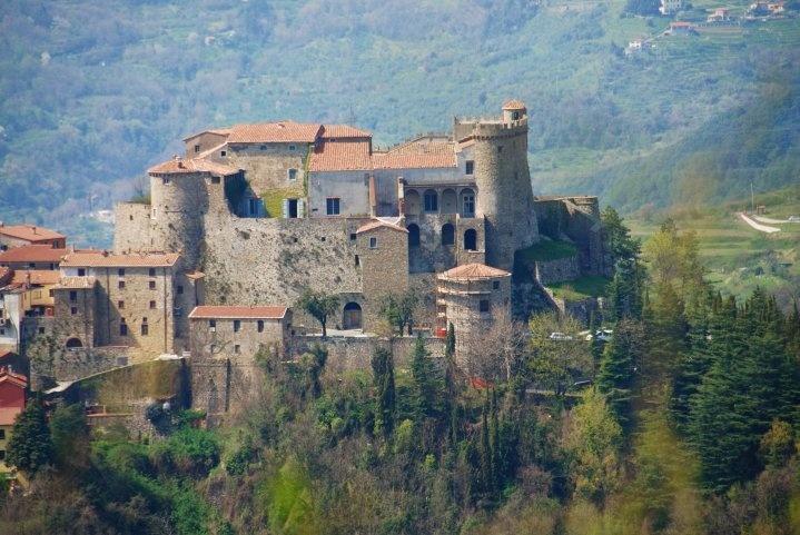 DanielComics  Castle en Fosdinovo