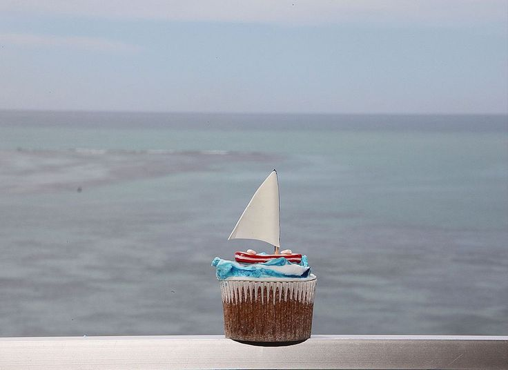 Boat Cupcake by Grace Olsson