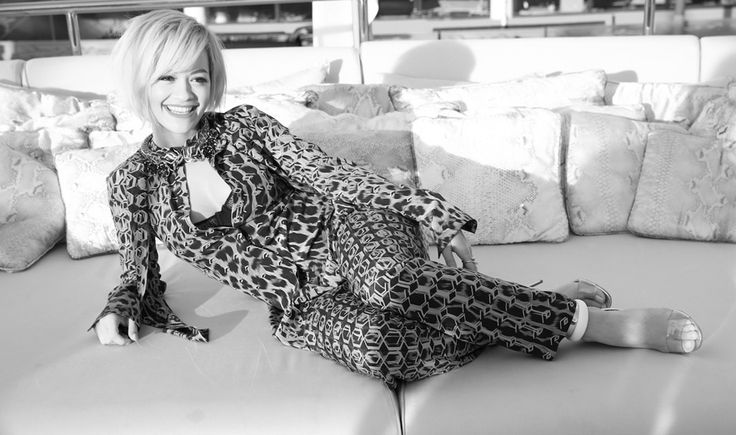 Dans les coulisses de Cannes, Jour 3 Rita Ora en robe Roberto Cavalli sur le yacht de Roberto Cavalli