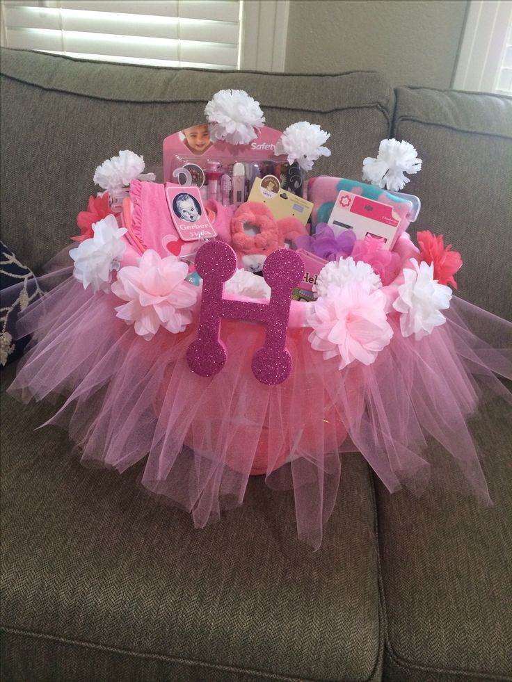 The 25+ best Baby shower gift basket ideas on Pinterest ...