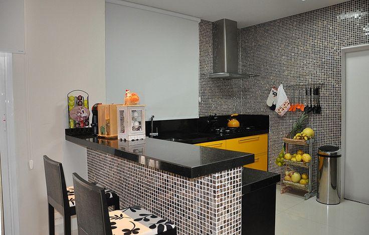 Casa de Gabriel Medina       A cozinha americana também tem banquetas e uma bancada ótima para fazer refeições rápidas