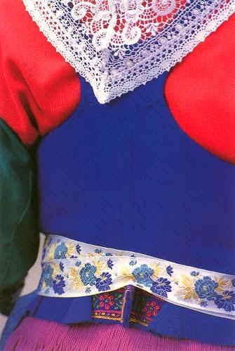 Plougastel-Daoulas - dos de costume féminin