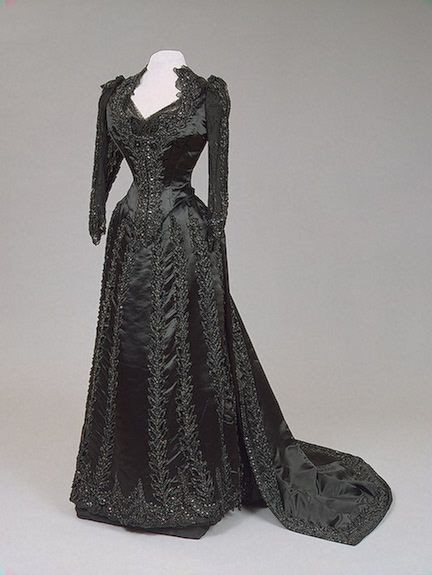 1880s Maria Feodorovna's embroidered dress of satin, tulle, lace, chiffon, strings of cut beads, and bugles by Worth (Hermitage)