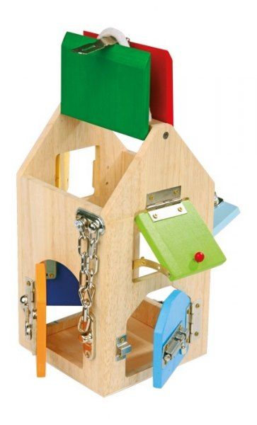 Tym razem domek z zamkami, zasuwkami i innymi zamknięciami.