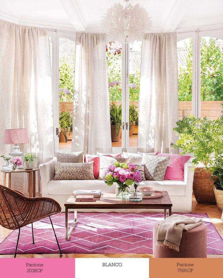 wMG9710c-sofá-blanco. Sofá decorado en blanco y con alfombra y cojines en rosa wMG9710c-sofá-blanco