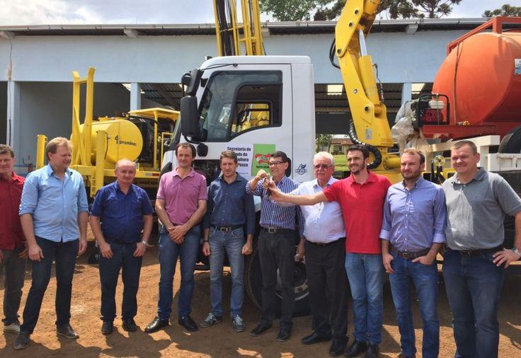 A Secretaria de Estado da Agricultura e da Pesca irá ceder um comboio com equipamentos para perfuração de poços artesianos para a Associação dos Municípios do Extremo Oeste de Santa Catarina (A